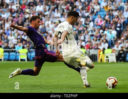 Madrid, Spain. 16th Mar, 2019. Real Madrid's Marco Asensio (R) competes with Celta's Kevin Vazquez during a Spanish league match between Real Madrid and Celta de Vigo in Madrid, Spain, on March 16, 2019. Real Madrid won 2-0. Credit: Edward F. Peters/Xinhua/Alamy Live News - Stock Photo