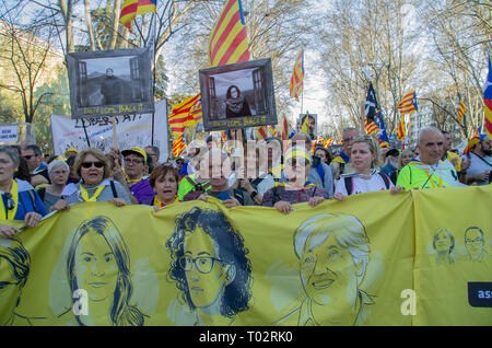 Madrid, Spain. 16th March 2019. Thousands of people in Madrid protested in support of the independence of Catalonya and demanding freedom for the political prisoners.  In the picture people with placards and catalan flags in the protest. Credit: Lora Grigorova/Alamy Live News - Stock Photo