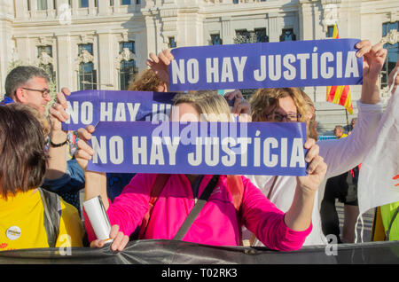 "Madrid, Spain. 16th March 2019. Thousands of people in Madrid protested in support of the independence of Catalonya and demanding freedom for the political prisoners.  In the picture people with placards that say ""There is no justice"". Credit: Lora Grigorova/Alamy Live News - Stock Photo"
