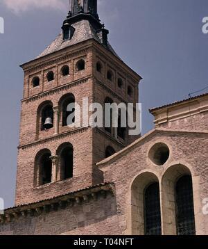 TORRE DE LA IGLESIA DE SAN MARTIN DE SEGOVIA - ROMANICO MUDEJAR. Location: IGLESIA DE SAN MARTIN. SEGOVIA. SPAIN. - Stock Photo