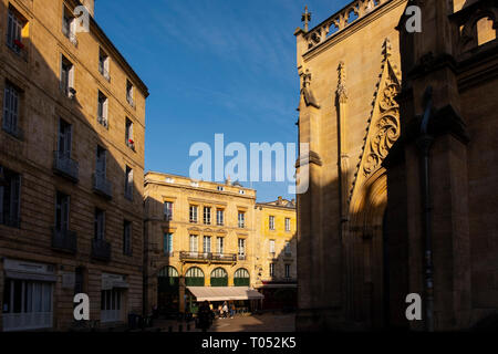 Building in the historic center, Bordeaux. Aquitaine Region, Gironde Department. France Europe