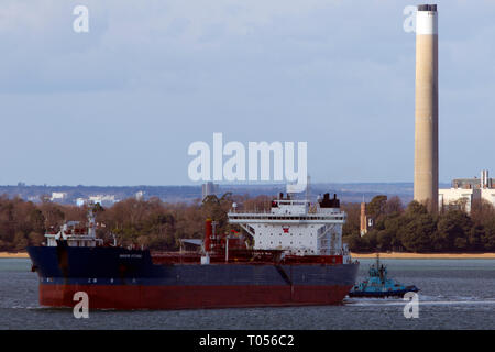 tug assisting, Navion,Voith,Schneider,Oceania,shuttle,oil,tanker,leaving,Fawley,Refinery,Southampton,The Solent,Cowes,Isle of Wight,England,UK, - Stock Photo