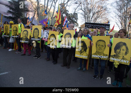 Madrid, Spain. 16th March 2019. Protesters seen carrying photos of the judicial processors by the referendum of 2017 during the demonstration. Hundreds of Catalans protest in Madrid for independence, for self-determination and for the freedom of the political prisoners. Credit: SOPA Images Limited/Alamy Live News - Stock Photo