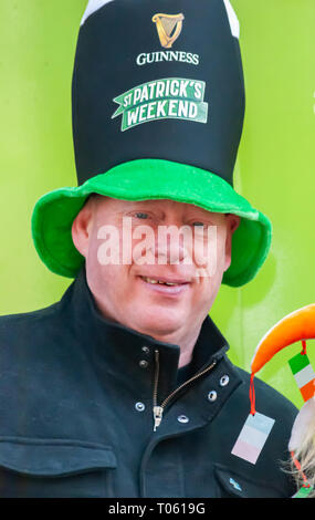 Glasgow, Scotland, UK. 17th March, 2019: A man wearing a tall hat celebrates St. Patrick's Day in the city. Credit: Skully/Alamy Live News - Stock Photo