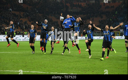 Milan, Italy. 17th Mar, 2019. Inter Milan's players celebrate after a Serie A soccer match between AC Milan and Inter Milan in Milan, Italy, March 17, 2019. Credit: Alberto Lingria/Xinhua/Alamy Live News - Stock Photo
