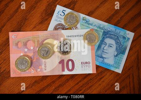 Bargeld, Euro, Britisches Pfund - Stock Photo