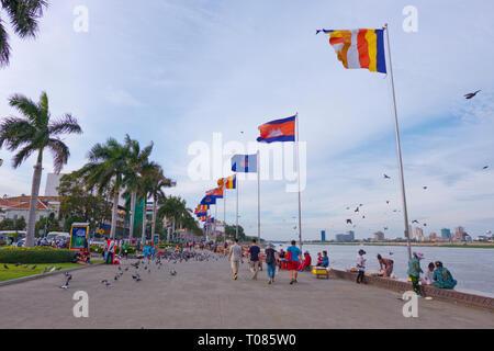 Riverside promenade, Riverside Park, Sisowath Quay, Phnom Penh, Cambodia, Asia - Stock Photo