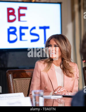 Washington, USA. 18th Mar 2019. First lady Melania Trump hosts a meeting of the Interagency Working Group on Youth Programs in the State Dining Room of the White House in Washington, DC on Monday, March 18, 2019. The group was originally established under former United States President George W. Bush and is part of an effort to align the First Lady's 'Be Best' initiative with the working group. Credit: Ron Sachs/CNP | usage worldwide Credit: dpa picture alliance/Alamy Live News - Stock Photo