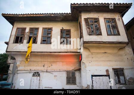 Asien, Türkei, Antalya, renovierungsbedürftiges Altstadthaus - Stock Photo