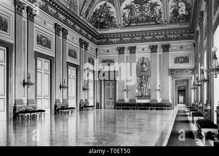 the throne room, Royal Palace of Caserta, caserta, campania, italy 1910-20 - Stock Photo