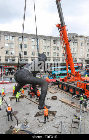 Messenger, UK's largest cast bronze sculpture lowered into position outside Plymouth Theatre Royal - Stock Photo