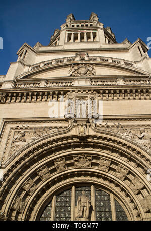 Upper ection of main entrance to the Victoria and Albert Museum, London - Stock Photo