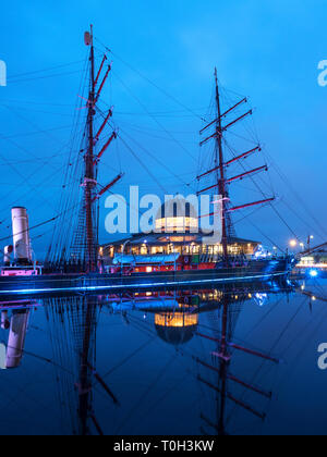 RRS Discovery at Discovery Point at Dusk Dundee Scotland - Stock Photo
