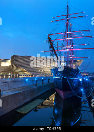V&A Dundee design museum and RRS Discovery museum ship at Riverside Esplanade Dundee Scotland - Stock Photo