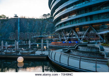 Viewing platform at the Intercontinental Shanghai Wonderland a subterranean hotel built in an old quarry. - Stock Photo