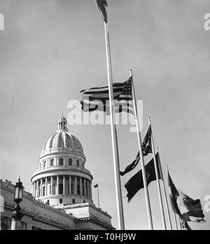 geography / travel, Cuba, Havana, buildings, Capitol, built: 1926, exterior view, detail: dome with flags, circa 1960, Additional-Rights-Clearance-Info-Not-Available - Stock Photo