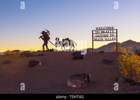 Welcome sign to Beatty located on the road connecting Beatty to Death Valley - Stock Photo