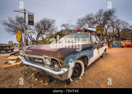 Old sheriff's car with a Siren in Hackberry, Arizona - Stock Photo