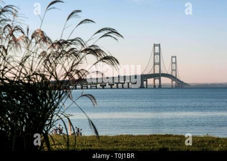 Mackinac Bridge spans the five miles between Michigan's Lower and Upper Peninsulas - Stock Photo