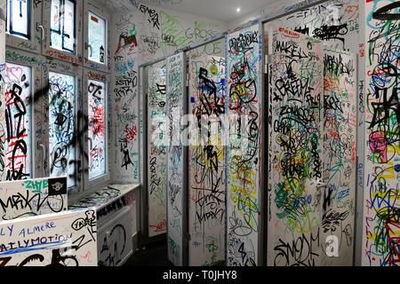 Toilet, Urbane nation Streetartmuseum, Bülowstrasse, beauty's mountain, Berlin, Germany, Toilette, Urban Nation Streetartmuseum, Bülowstraße, Schönebe - Stock Photo