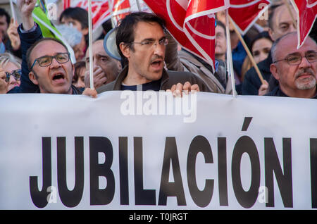 """Madrid, Spain. 20th Mar, 2019. Teacher unions in Madrid protested to demand a change of the retirement law to allow workers to retire earlier in order to ensure work for the new generations. In the picture, teachers protesting with the flags of the unions and a placard that says """"Retirement"""" Credit: Lora Grigorova/Alamy Live News - Stock Photo"""