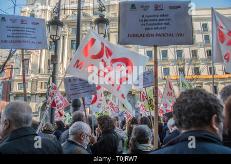 Madrid, Spain. 20th Mar 2019. Teachers with a placard with the motto. At our age, part-time work is essential to educate.  The Ministry of Education and Research is the community of Madrid refuses to sign a partial retirement agreement for teachers. Credit: Alberto Sibaja Ramírez/Alamy Live News - Stock Photo