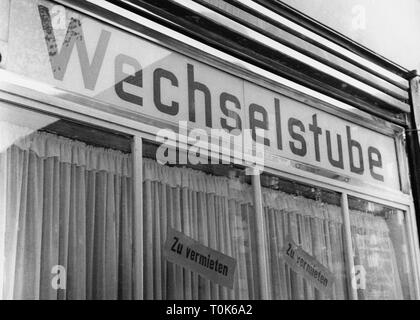 geography / travel, Germany, Berlin, politics, after the contruction of the wall closed exchange office, 26.10.1961, Additional-Rights-Clearance-Info-Not-Available - Stock Photo
