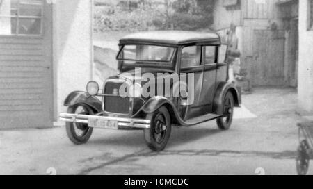 transport / transportation, cars, vehicle variants, Ford Rheinland (Model B), view from left ahead, Germany, 1930s, Additional-Rights-Clearance-Info-Not-Available - Stock Photo