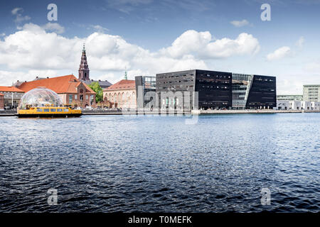 New extension to the Royal Danish Library, called Black Diamond or Den Sorte Diamant on Inderhavn in Slotsholmen, Copenhagen, Denmark - Stock Photo