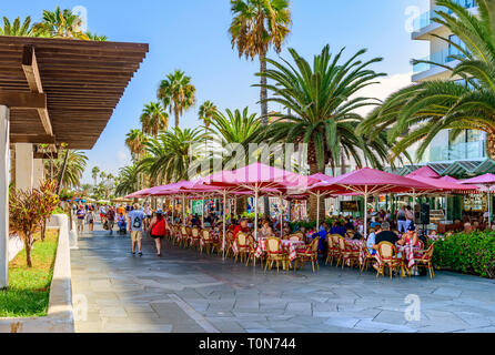 Holiday makers enjoying food and drink, Puerto De La Cruz, Tenerife - Stock Photo