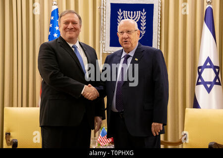 Jerusalem, Israel. 21st Mar, 2019. U.S. Secretary of State Mike Pompeo, left, shakes hands with Israeli President Reuven Rivlin during a bilateral meeting March 21, 2019 in Jerusalem, Israel. Credit: Planetpix/Alamy Live News - Stock Photo
