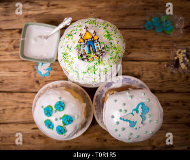 Decorating cakes with sprinkles - Stock Photo