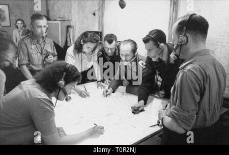 events, Second World War / WWII, aerial warfare, Germany, radio control center for night fighters, 1944, Additional-Rights-Clearance-Info-Not-Available - Stock Photo