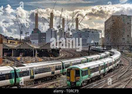 Southern Rail train approaching Ebury Bridge on the final approach to Victorian Station ,with Battersea Power Station in the distance ,London SW1 - Stock Photo