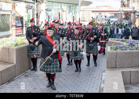 The annual St Patrick's Day Parade from The Irish Club in Orford Lane to 'The River of Life' in Bridge Street. A short service remembered the 25th ann - Stock Photo