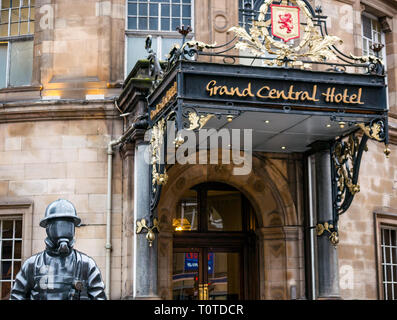 Citizen Firefighter statue by Kenny Hunter dedicated to dead firemen outside Grand Central Hotel, Hope Street, Glasgow, Scotland, UK - Stock Photo