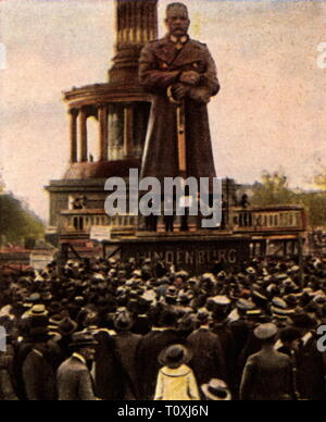 politics, demonstrations, protest rally against the Versailles Treaty, Tiergarten, Berlin, August 1919, coloured photograph, cigarette card, series 'Die Nachkriegszeit', 1935, Treaty of Versailles, protest, protests, manifestation, manifestations, Siegessäule, war memorial, war memorials, iron Hindenburg, crowd, crowds, crowds of people, people, Free State of Prussia, Germany, German Reich, Weimar Republic, 1910s, 20th century, 1930s, politics, policy, demonstrations, demos, demonstration, demo, protest rally, protest rallies, coloured, colored, , Additional-Rights-Clearance-Info-Not-Available - Stock Photo