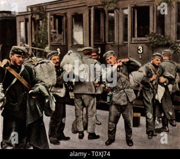 First World War / WWI, prisoners of war, home coming of the first German prisoners of war, 9.9.1919, coloured photograph, cigarette card, series 'Die Nachkriegszeit', 1935, captives, captivity, captivities, captive, comeback, railway, railroad, railways, railroads, transport, soldiers, soldier, repatriates, people, Germany, German Reich, Weimar Republic, 1910s, 20th century, 1930s, world war, world wars, home coming, homecoming, return home, first, 1st, prisoner of war, prisoners of war, coloured, colored, post war period, post-war period, post-w, Additional-Rights-Clearance-Info-Not-Available - Stock Photo