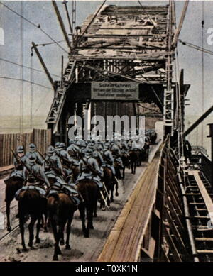 Allied Occupation of the Rhineland 1918 - 1930, French troops evacuating Duesseldorf, August 1925, coloured photograph, cigarette card, series 'Die Nachkriegszeit', 1935 bridge, bridges, leaving, leave, evacuation, evacuations, withdrawal, withdrawals, withdrawal of troops from, occupations, occupation, occupying power, occupying powers, entente, soldiers, soldier, army, armies, France, Rhineland, Prussia, Rhine Province, people, Germany, German Reich, Weimar Republic, 1920s, 20th century, evacuating, evacuate, coloured, colored, post war period,, Additional-Rights-Clearance-Info-Not-Available - Stock Photo