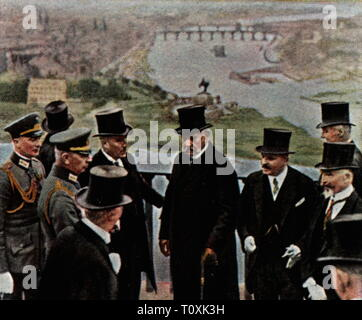 Allied Occupation of the Rhineland 1918 - 1930, celebration of the liberation of the Rhineland, 22.7.1930, President of the Reich Paul von Hindenburg during ceremonial act on the fortress Ehrenbreitstein, Koblenz, coloured photograph, cigarette card, series 'Die Nachkriegszeit', 1935, party, military, politician, politicians, end of the occupation, Rhineland-Palatinate, Rhineland Palatinate, Rheinland-Pfalz, Free State of Prussia, Rhine Province, Germany, German Reich, Weimar Republic, people, 20th century, 1930s, liberation, liberations, ceremon, Additional-Rights-Clearance-Info-Not-Available - Stock Photo