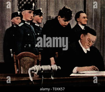 justice, trials, Reichstag Fire Trial, Reichsgericht, Leipzig, 21.9. - 23.12.1933, principal defendant Marinus van der Lubbe during the proclamation of sentence, 23.12.1933, coloured photograph, cigarette card, series 'Die Nachkriegszeit', 1935, National Socialism, lawsuit, suit, suit at law, lawsuits, suits, suits at law, court of justice, courts of justice, court room, courtroom, court rooms, courtrooms, accused, defendant, accuseds, defendants, annunciation, annunciations, verdict, verdicts, high treason, incendiary, burning of the Reichstag, , Additional-Rights-Clearance-Info-Not-Available - Stock Photo
