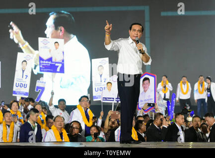 Bangkok, Thailand. 22nd Mar, 2019. Thai Prime Minister Prayut Chan-o-cha gives a speech on stage during an election campaign rally in Bangkok, Thailand, March 22, 2019. Thai Election Commission announced in January that Thailand would hold general election on March 24. Credit: Rachen Sageamsak/Xinhua/Alamy Live News - Stock Photo