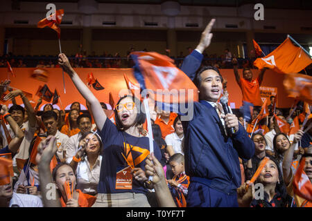 Bangkok, Thailand. 22nd Mar, 2019. Future Forward Party supporters seen during the Future Forward Party latest rally before the Thai General Election at the Thai-Japanese Stadium in Bangkok.The country will hold the general election on March 24, 2019, five years after the May 2014 military coup by Junta chief Prayut Chan-o-cha. Credit: Guillaume Payen/SOPA Images/ZUMA Wire/Alamy Live News - Stock Photo