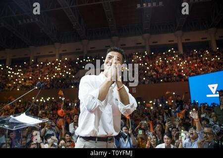 Bangkok, Thailand. 22nd Mar, 2019. Future Forward Party leader Thanathorn Juangroongruangkit greets his supporters during the party's rally.The Thai General election will be hosted on the 24th of March. Credit: Geovien So/SOPA Images/ZUMA Wire/Alamy Live News - Stock Photo