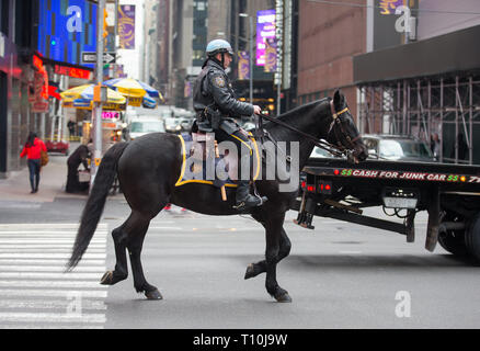 A mounted NYPD cop on a horse in Times Square, New York City, NY, USA. - Stock Photo