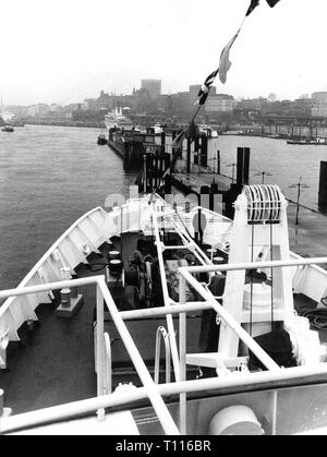 Vietnam War 1955 - 1975, humanitarian aid, return of the hospital ship 'Helgoland' of the German red cross from South Vietnam, Hamburg, January 1972, Additional-Rights-Clearance-Info-Not-Available - Stock Photo