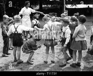 people, children, kindergarten / crib / community home, infants playing, Berlin, 15.7.1961, Additional-Rights-Clearance-Info-Not-Available - Stock Photo