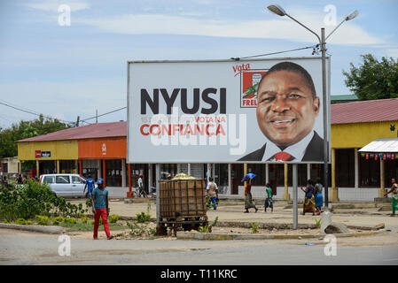MOZAMBIQUE, Moatize, election poster with FRELIMO president candidate Filipe NYUSI  , FRELIMO is the former movement for independance and party in power / MOSAMBIK, Moatize, Wahlplakat Filipe NYUSI Praesidentschaftskandidat der FRELIMO, FRELIMO ist die ehemalige mosambikanische nationale Befreiungsbewegung und heute amtierende Regierungspartei - Stock Photo