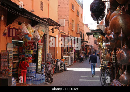 Shops in Rue Riad Zitoun El Jedid, Medina, Marrakesh, Marrakesh-Safi region, Morocco, north Africa - Stock Photo