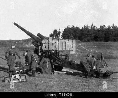 Wehrmacht Heer Leichte Feldhaubitze leFH 18 10,5 cm  / 105 mm - German Army light Howtizer leFH18 105,5cm / 105mm - Stock Photo